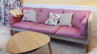Wohnzimmer im Süden mit dänischen Design-Highlights